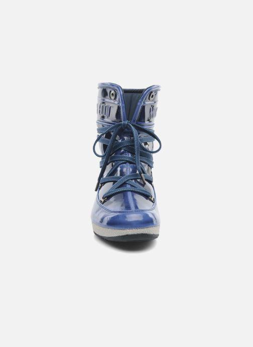 Stivaletti e tronchetti Moon Boot 3rd Avenue Azzurro modello indossato