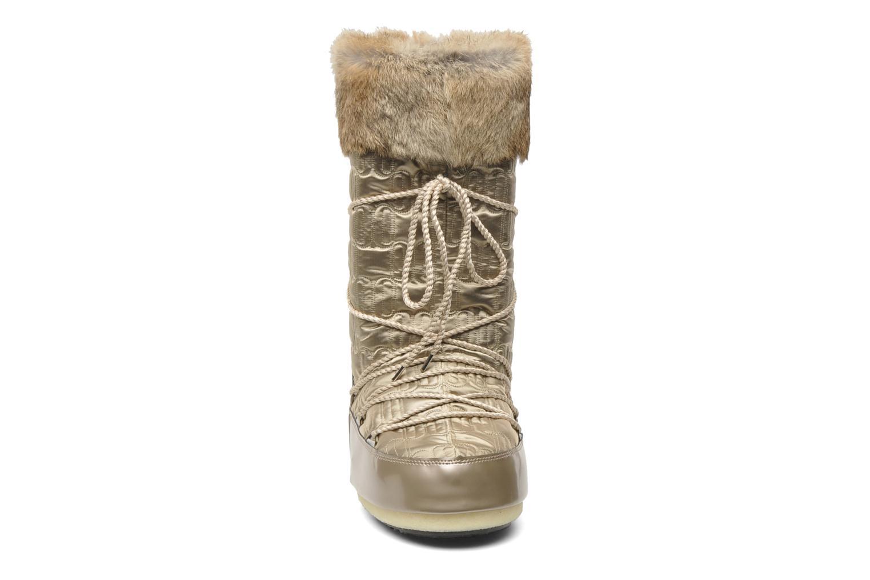 Bottes Moon Boot Logos Or et bronze vue portées chaussures