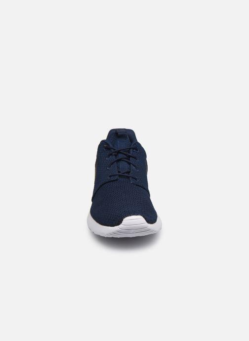 Deportivas Nike Nike Roshe One Azul vista del modelo