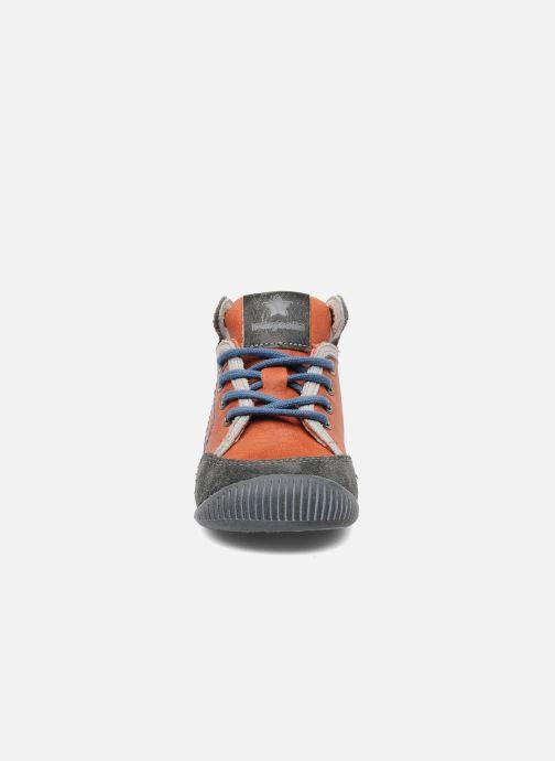 Sneakers Babybotte Fenix Arancione modello indossato