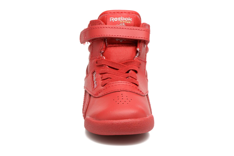 Baskets Reebok F/S Hi-E Rouge vue portées chaussures