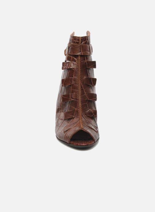 Sandals Dkode Thyone Brown model view