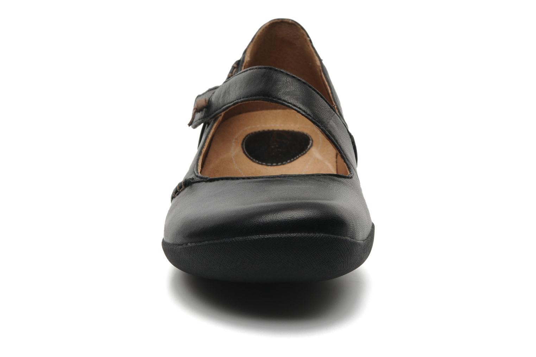 Ballerines Clarks Felicia Plum Noir vue portées chaussures