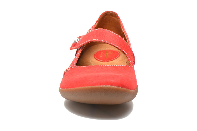 Ballerines Clarks Felicia Plum Rouge vue portées chaussures