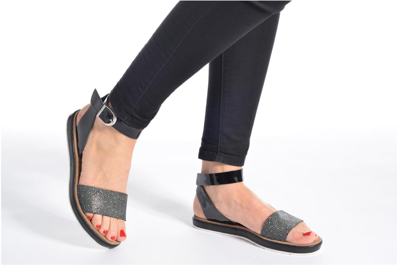 Sandals Clarks Romantic Moon Black view from underneath / model view