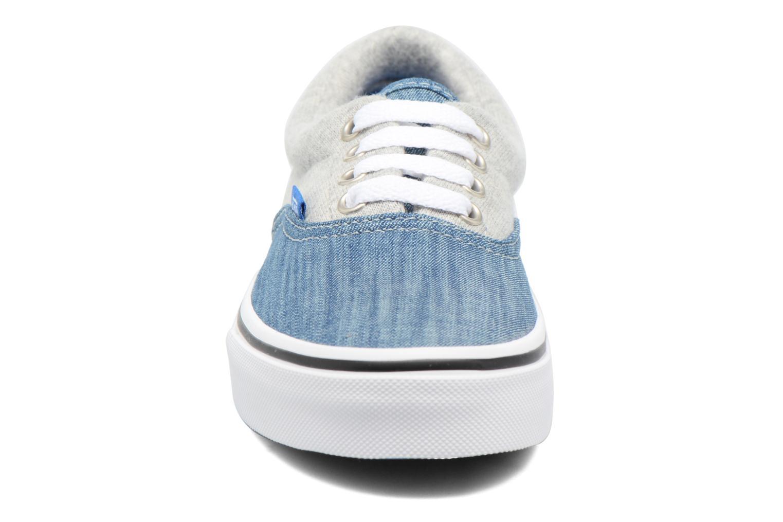 Sneakers Vans Era E Azzurro modello indossato