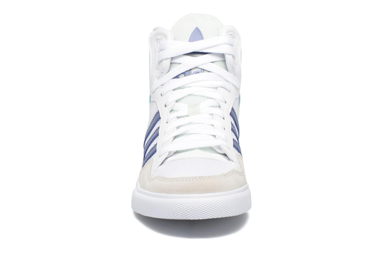 Baskets Adidas Originals Extaball W Blanc vue portées chaussures