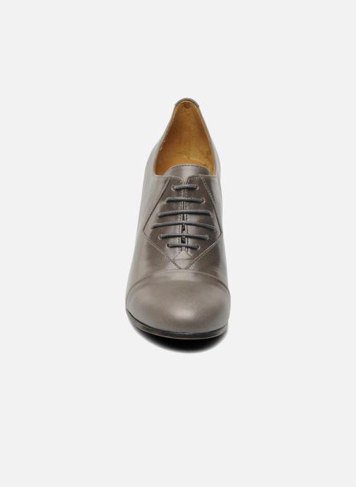 Chaussures à lacets Royal Republiq Neriya oxford shoe Gris vue portées chaussures