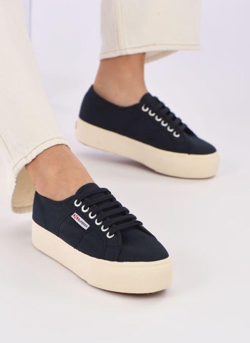 Sneaker Superga 2790 Cot Plato Linea W blau ansicht von unten / tasche getragen