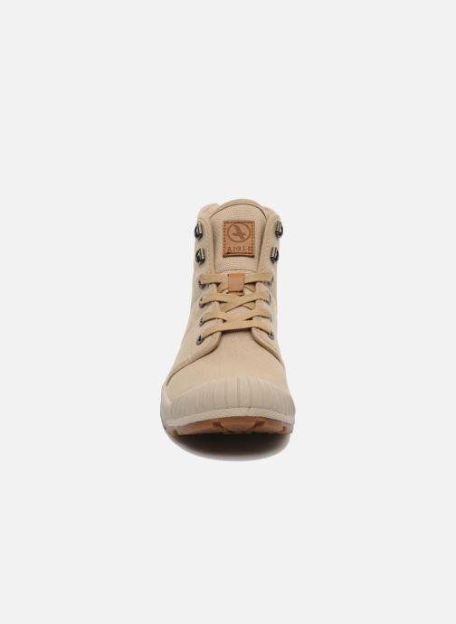 Sneakers Aigle Tenere Light W Beige modello indossato