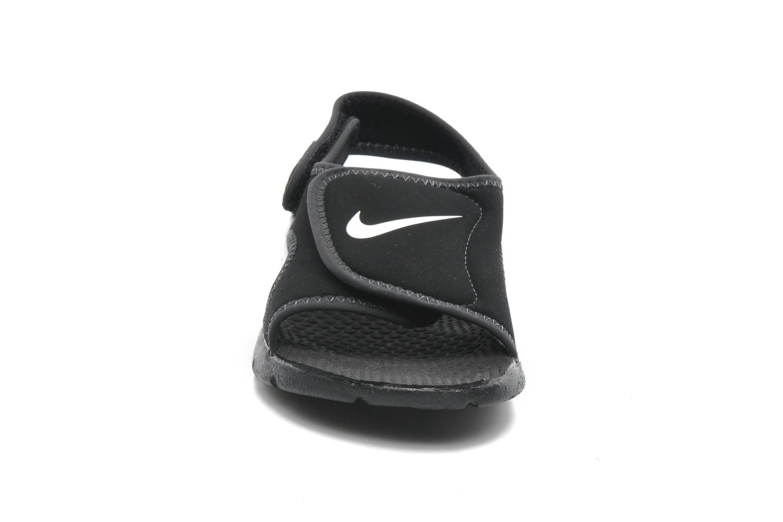 Sandali e scarpe aperte Nike SUNRAY ADJUST 4 (GSPS) Nero modello indossato