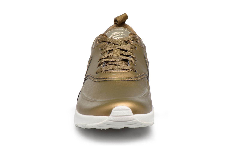 Baskets Nike Wmns Nike Air Max Thea Prm Or et bronze vue portées chaussures