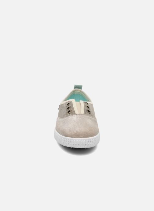 Sneakers Buggy Vag Grigio modello indossato