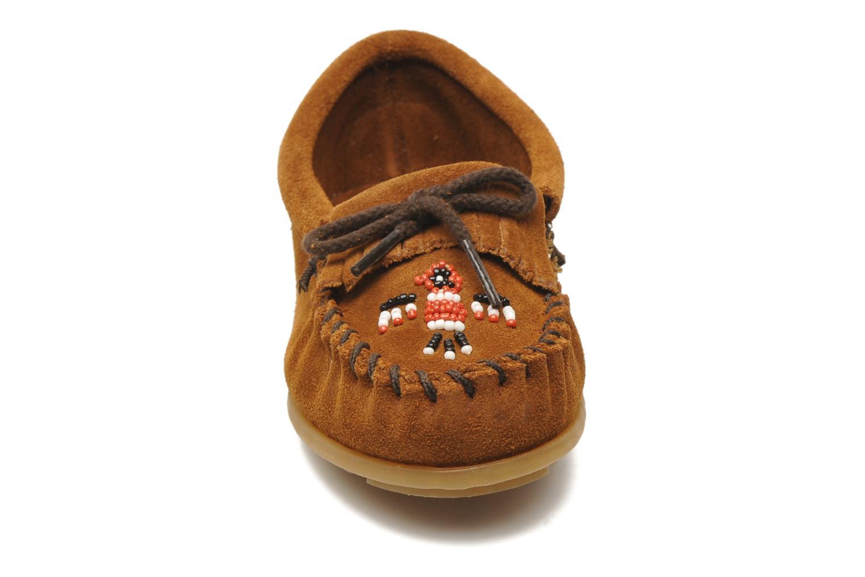Mocassins Minnetonka Thunderbird II Moc G Marron vue portées chaussures