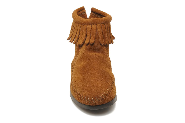 Bottines et boots Minnetonka Back Zip bootie G Marron vue portées chaussures