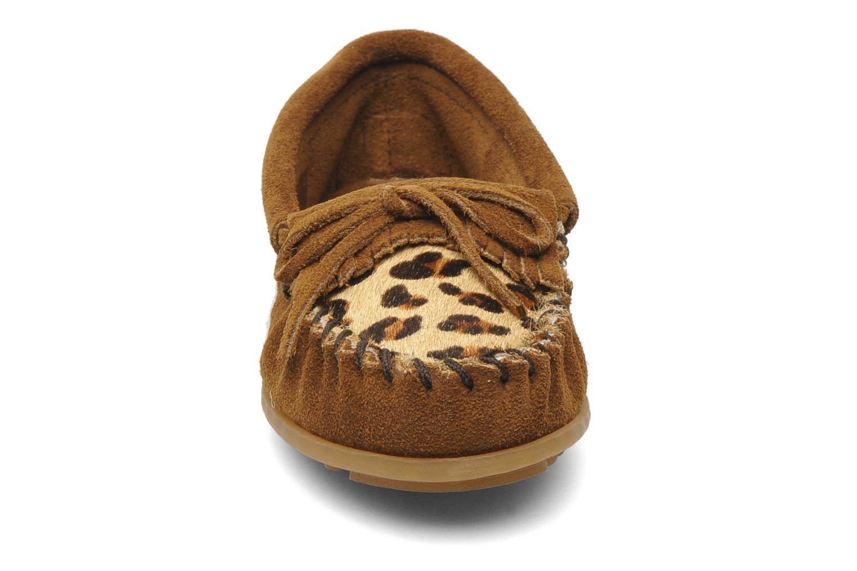 Mocassins Minnetonka Leopard Kilty Moc G Marron vue portées chaussures