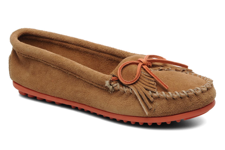 Loafers Minnetonka Kilty Suede Moc/Col Sole Beige detaljeret billede af skoene