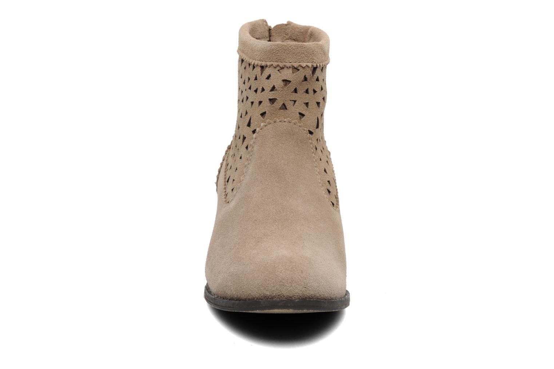 Botines  Minnetonka Cutout Boot Beige vista del modelo
