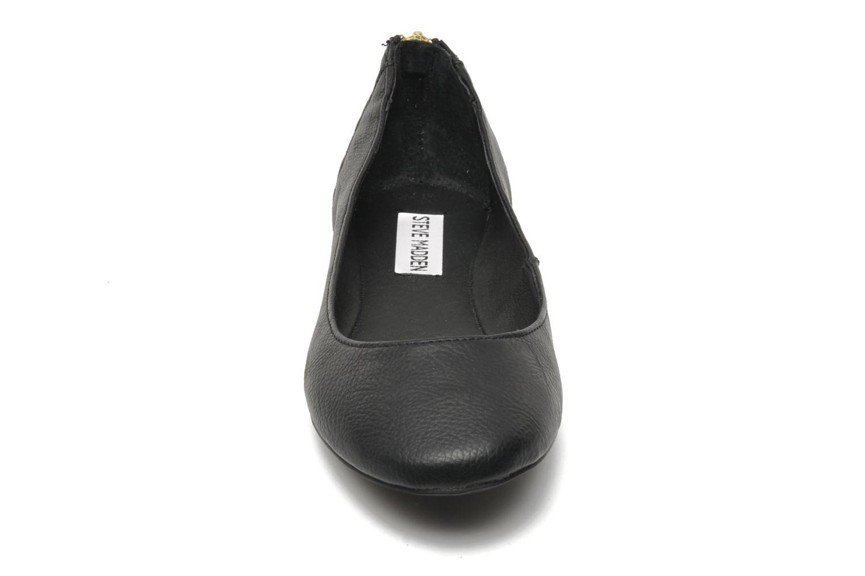 Ballerines Steve Madden KILTER Noir vue portées chaussures
