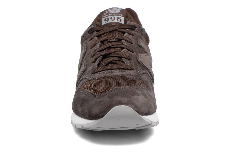 Baskets New Balance MRL996 Marron vue portées chaussures