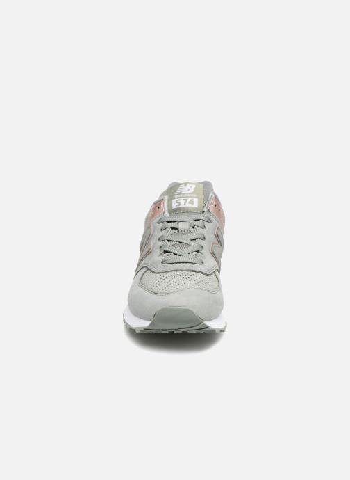 Baskets New Balance WL574 Vert vue portées chaussures
