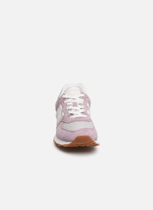 Baskets New Balance WL574 Violet vue portées chaussures