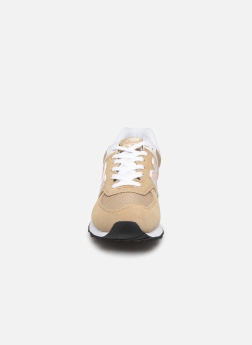 Baskets New Balance WL574 Beige vue portées chaussures