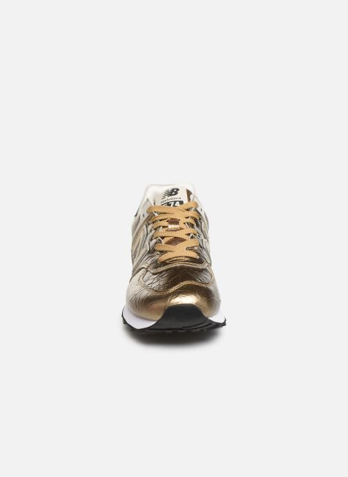 Baskets New Balance WL574 Or et bronze vue portées chaussures