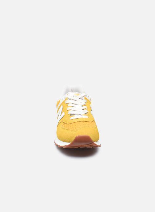 Baskets New Balance WL574 Jaune vue portées chaussures