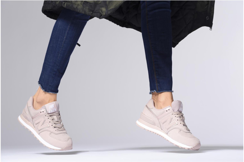 Sneaker New Balance WL574 weiß ansicht von unten / tasche getragen