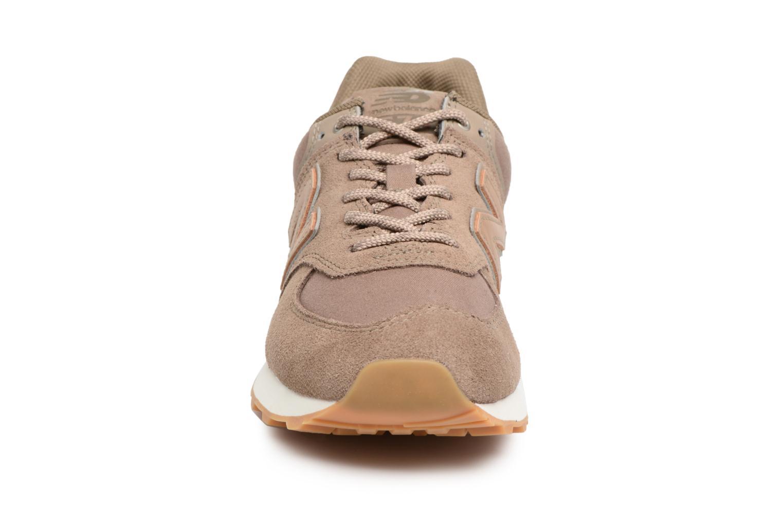 Baskets New Balance WL574 Marron vue portées chaussures