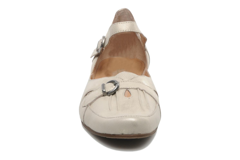 Ballerines Karston Cepi Beige vue portées chaussures