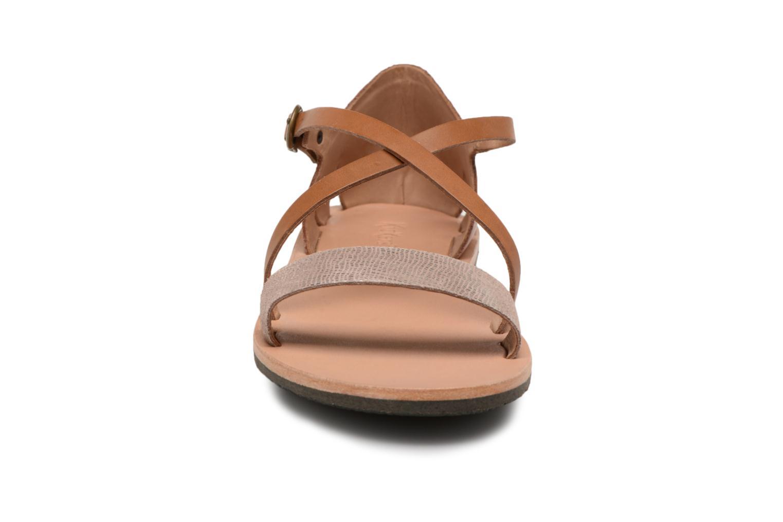 Sandales et nu-pieds Kickers Spartame Marron vue portées chaussures