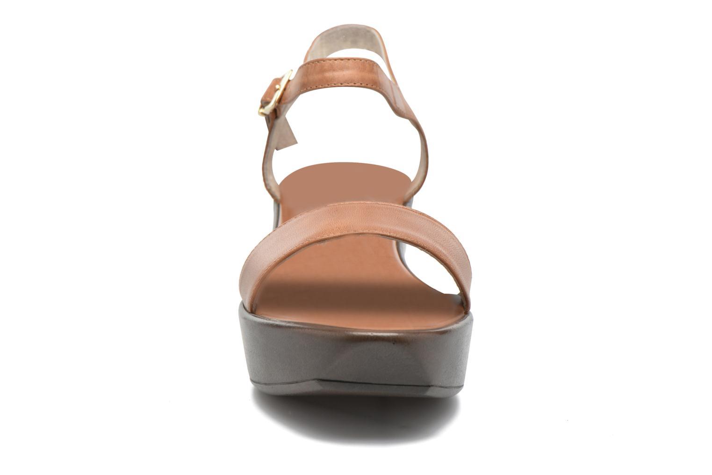 Sandales et nu-pieds Elizabeth Stuart Villa 304 Marron vue portées chaussures