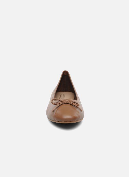 Ballerinaer Elizabeth Stuart Cesarine 830 Brun se skoene på