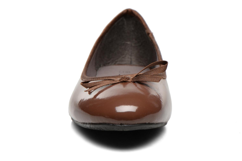Ballerines Elizabeth Stuart Castel 813 Marron vue portées chaussures