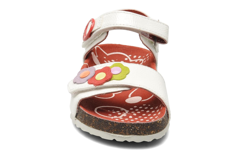 Sandales et nu-pieds Kickers Magiflower Blanc vue portées chaussures