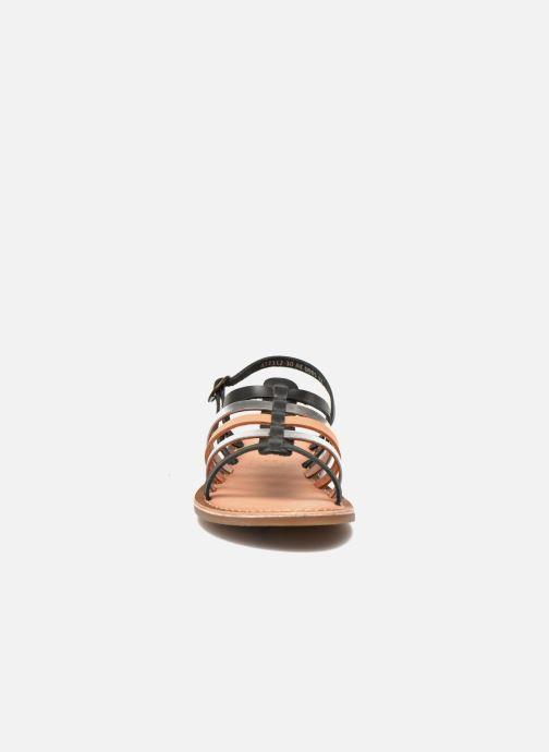 Sandali e scarpe aperte Kickers Dixmillion Nero modello indossato