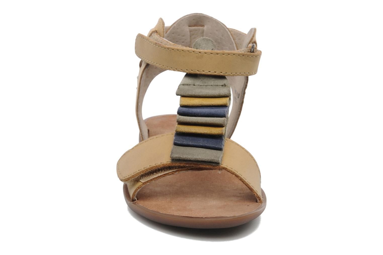 Sandales et nu-pieds Kickers Zebda E Beige vue portées chaussures