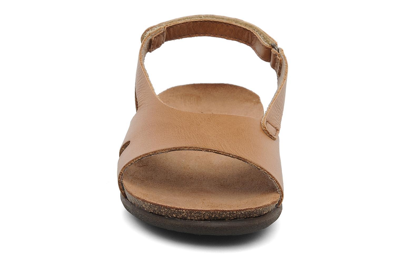 Sandales et nu-pieds Kickers Anatokid Marron vue portées chaussures