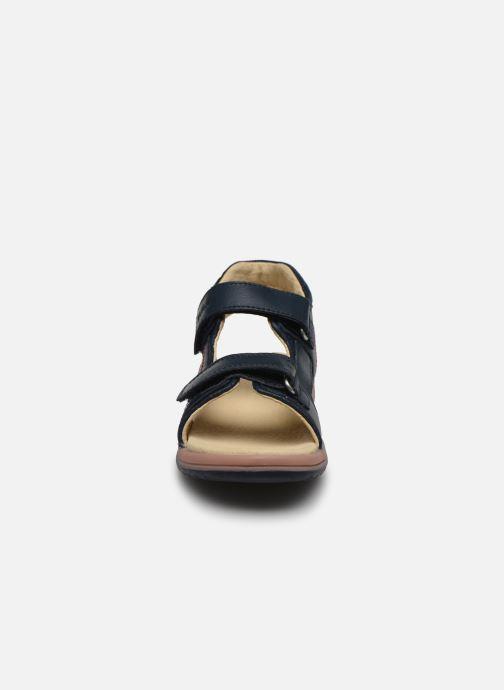Sandali e scarpe aperte Kickers Platino Azzurro modello indossato