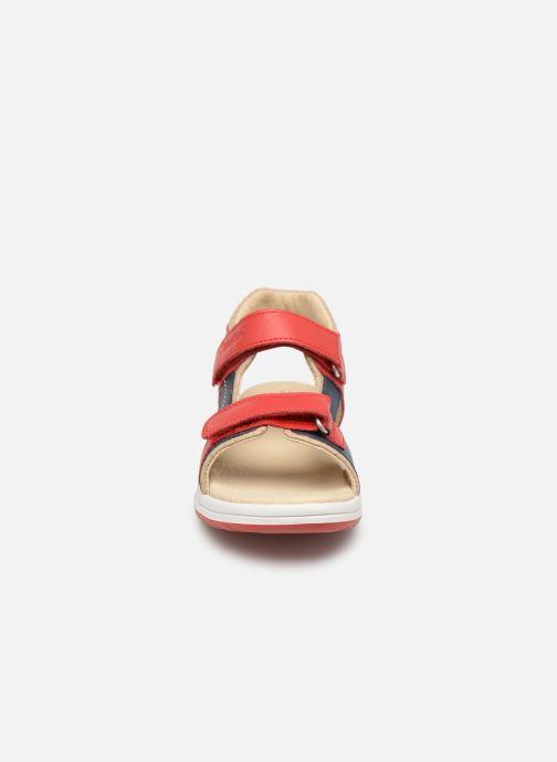 Sandales et nu-pieds Kickers Platino Rouge vue portées chaussures