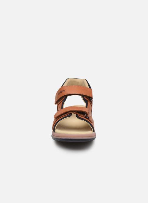 Sandalen Kickers Platino braun schuhe getragen