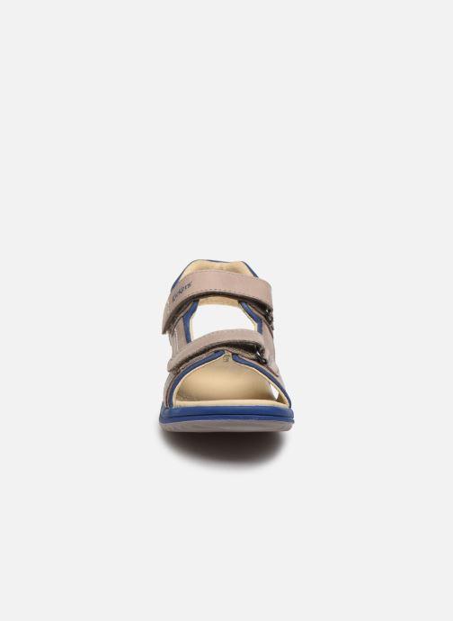 Sandales et nu-pieds Kickers Platino Gris vue portées chaussures