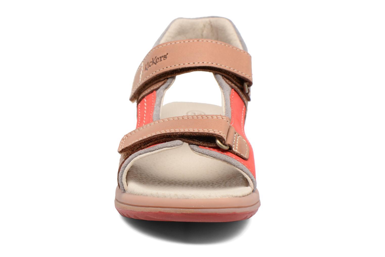 Sandales et nu-pieds Kickers Platino Beige vue portées chaussures