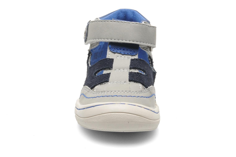 Sandales et nu-pieds Kickers Zelou Gris vue portées chaussures