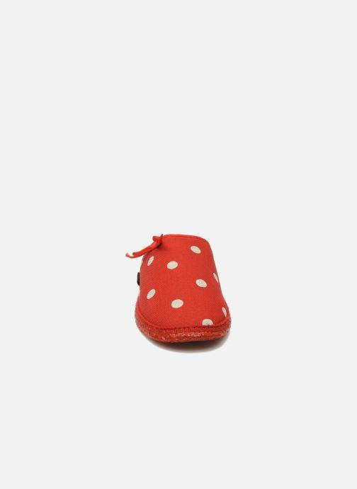 Hausschuhe Giesswein Plein rot schuhe getragen