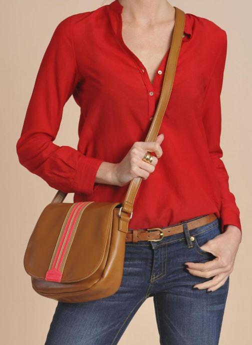 Handtaschen Georgia Rose Lenny weiß ansicht von unten / tasche getragen