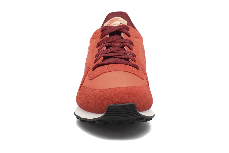 Baskets Nike Nike Internationalist Orange vue portées chaussures