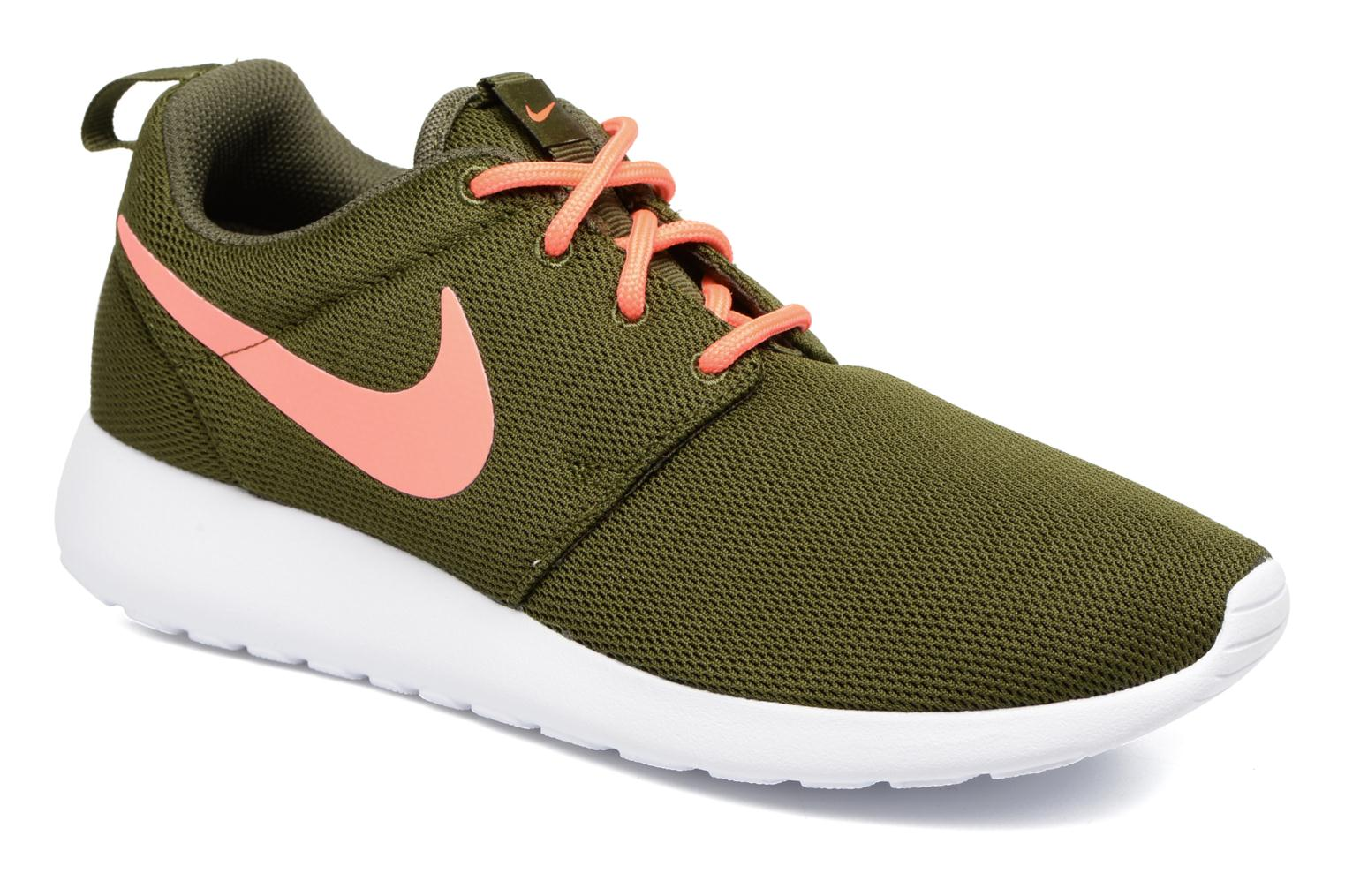 a1b35d5ad6a7 Nike Wmns Nike Roshe One (Green) - Trainers chez Sarenza (280984)